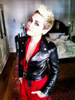 MILEY_FAN: por ser hermosa