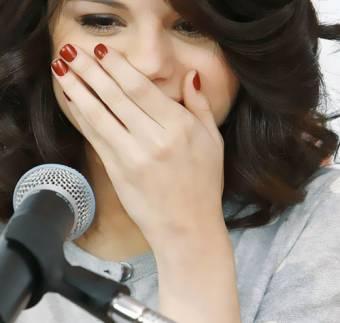 Hit the lights (Selena Gomez)