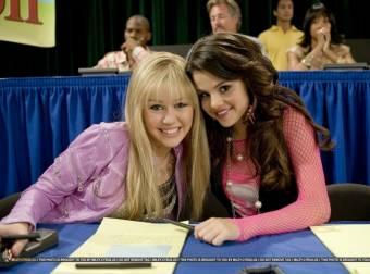 Porque salían en Hannah Montana juntas