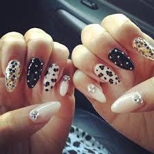 zendaya:por tener uñas hermosas