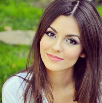 Victoria Justice (Lindy Sampson)