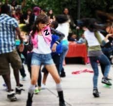 Y ella baila súper genial