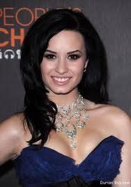 Demi Lovato (L)