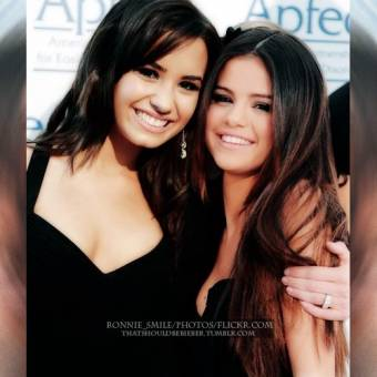 SELLY GOMEZ Y DEMI LOVATO