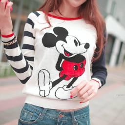 Consejo de moda!♥: Arriba podes ponerte una remera mangas largas si hace frio,esta muy de moda usar las mangas que te tapen un poco la mano (Que puedas agarrar la manga)